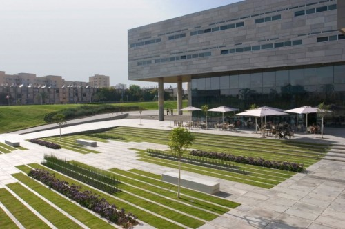 The-Deichmann-Square-Near-The-Campus-Architecture-Design
